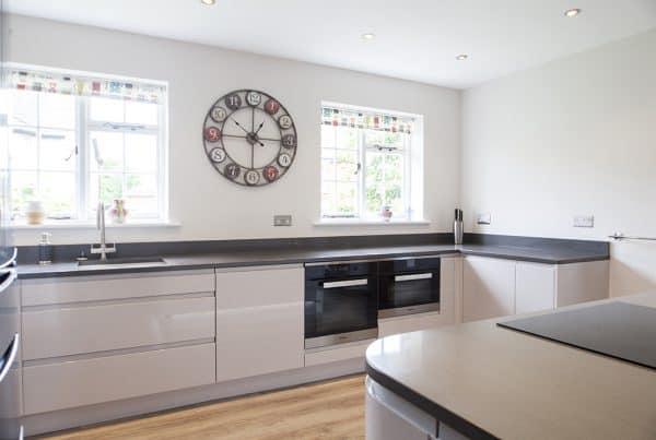 Cashmere Mackintosh Integral Gloss Kitchen Design in Lyndhurst